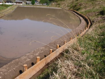 某田圃用水路工事